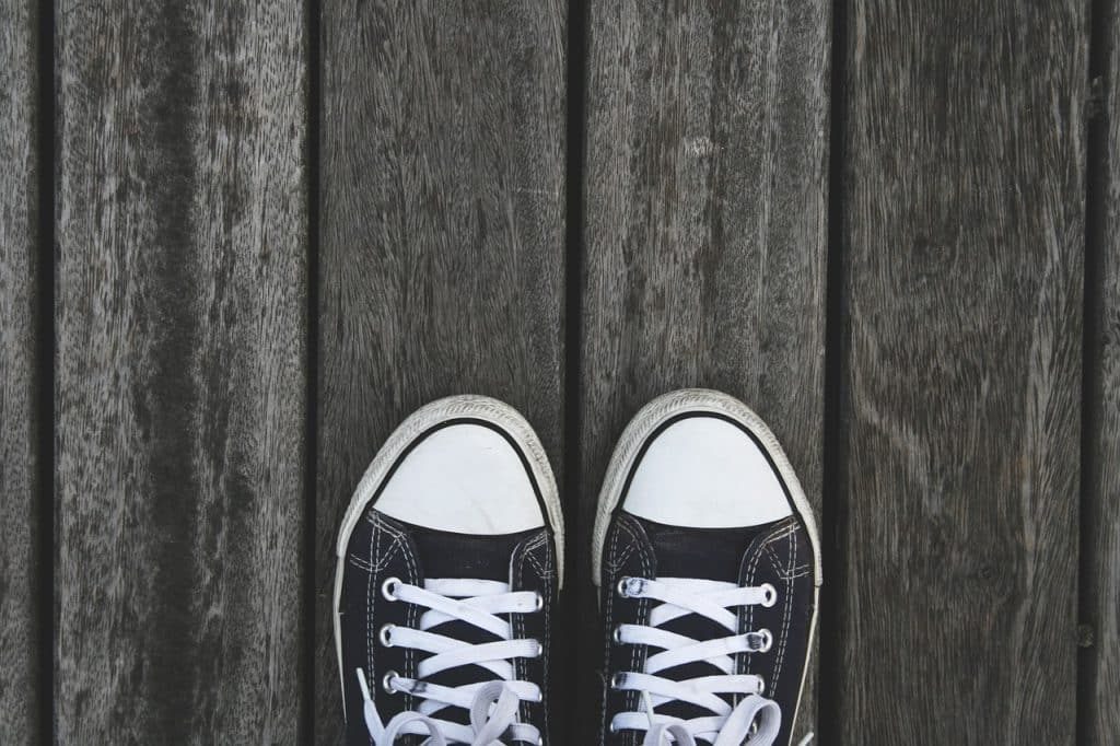 Dois calçados pretos
