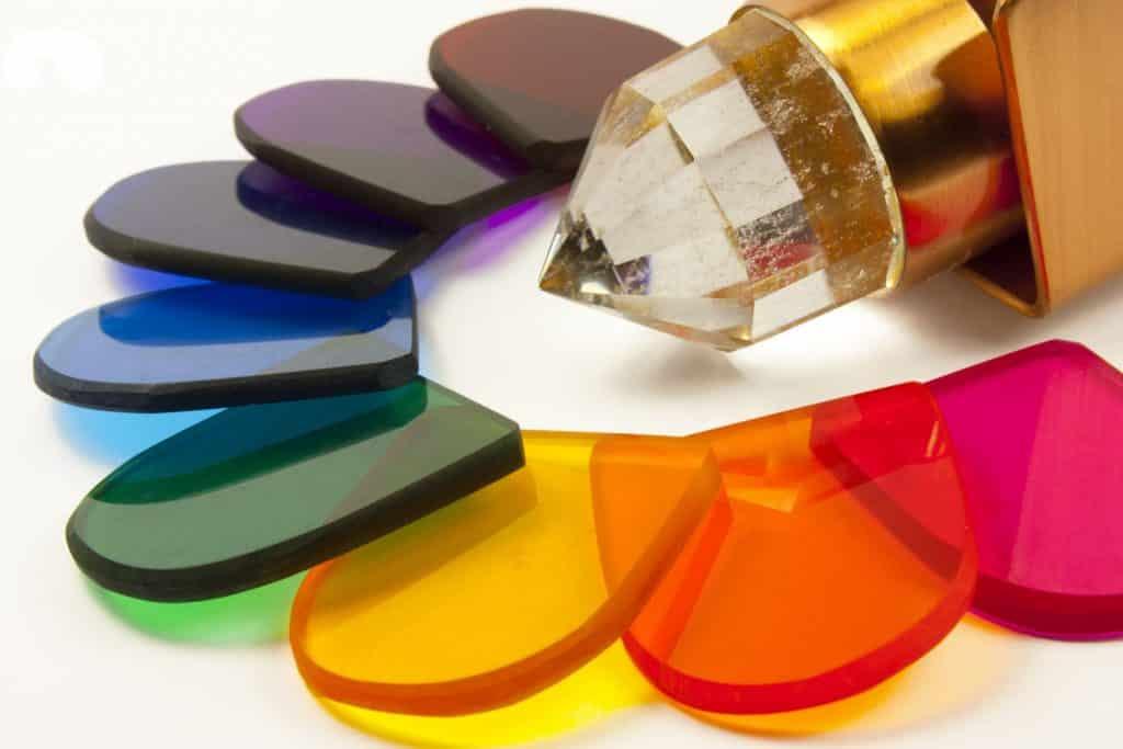 Placas de acrílico coloridas.