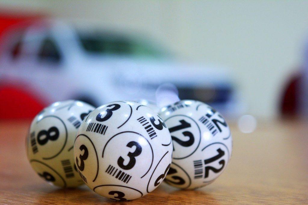Bolas com números.