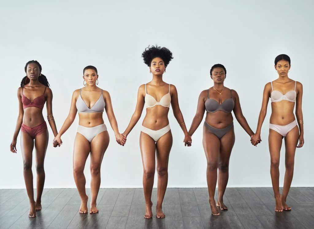 Mulheres negras de diferentes corpos.