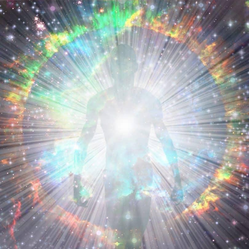 Aura brilhante ao redor de uma silhueta masculina.