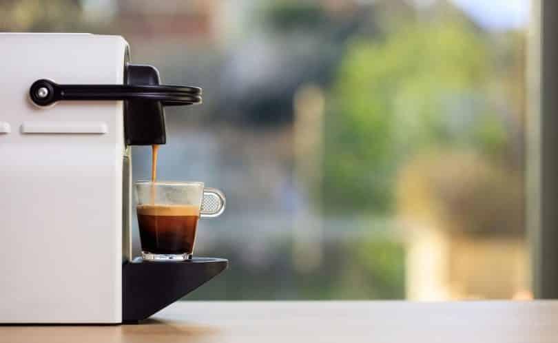 Máquina de café expresso em cápsulas.