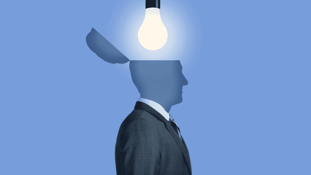 Silhueta de um homem com uma lâmpada iluminando a cabeça