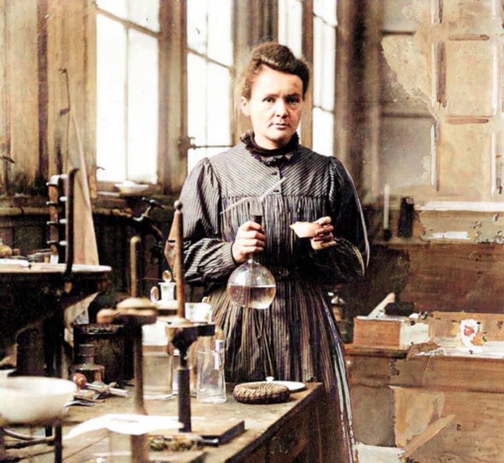 Marie Curie em um laboratório