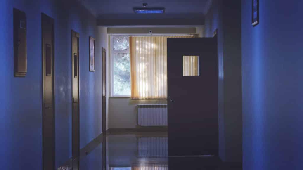 Hospital de luzes apagadas