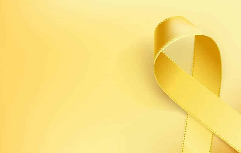 Fita amarela enrolada.