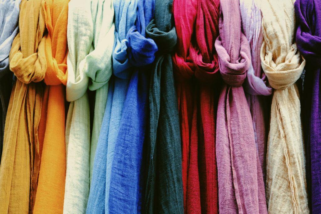Enxarpes em diferentes cores.