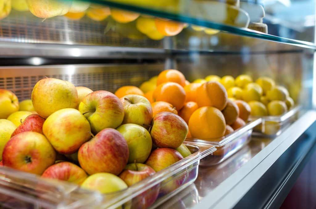 Bandejas com frutas