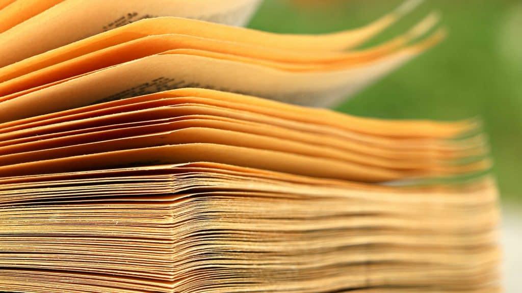 Páginas amareladas de um livro