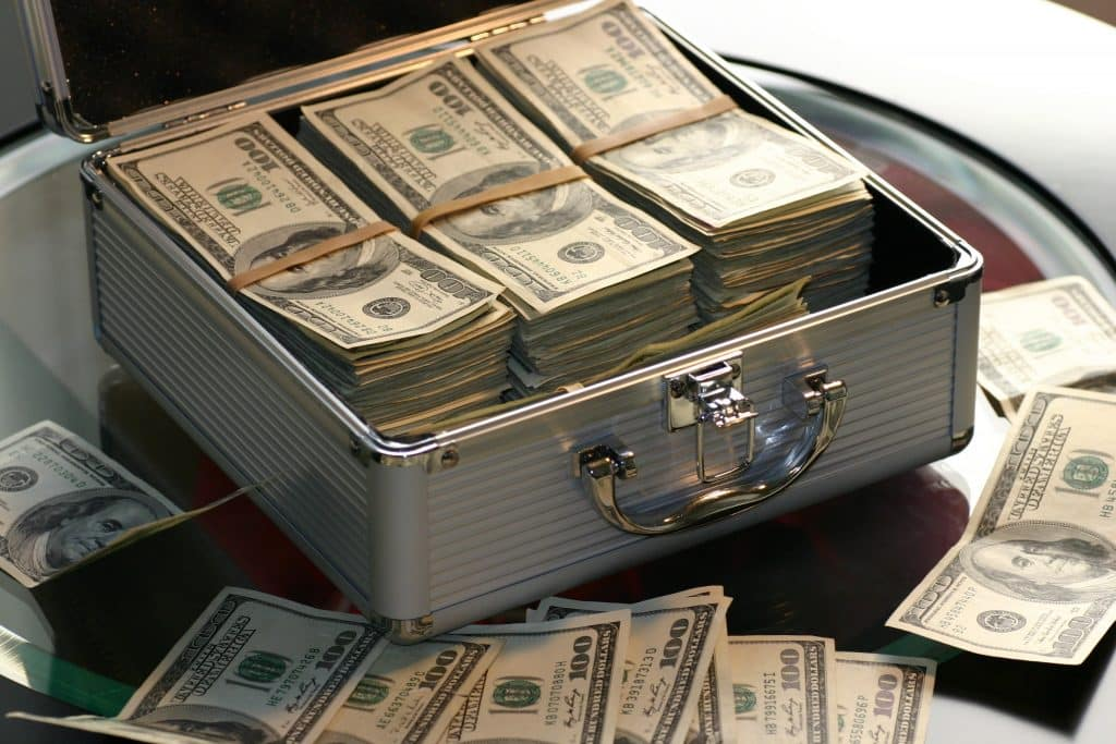 Um malote cheio de dinheiro