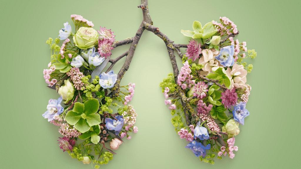 Pulmão deito com flores e galhos.