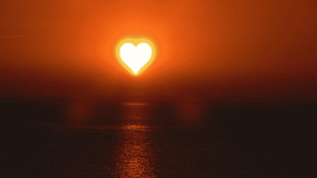 por do sol no formato de coração