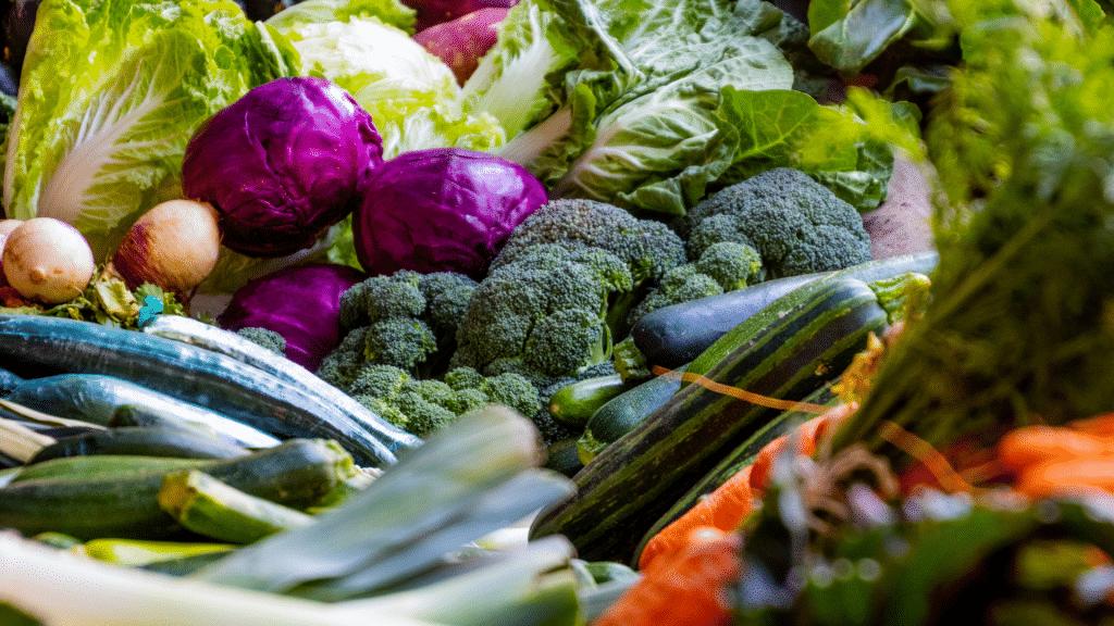 Diversos vegetais e legumes juntos