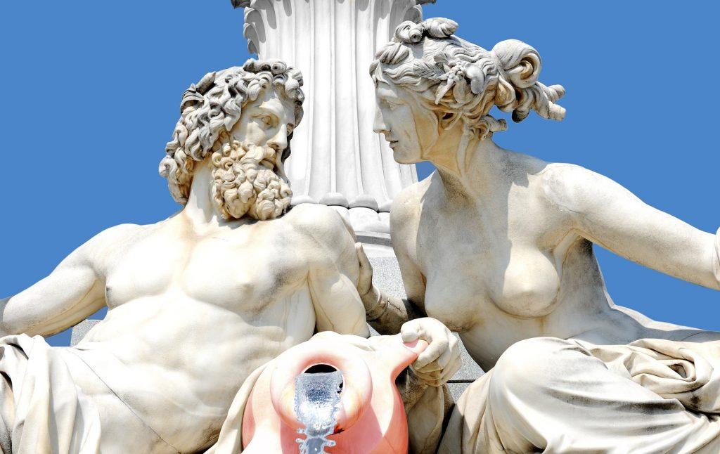 Representação em estátua dos deuses gregos Zeus e Hera.