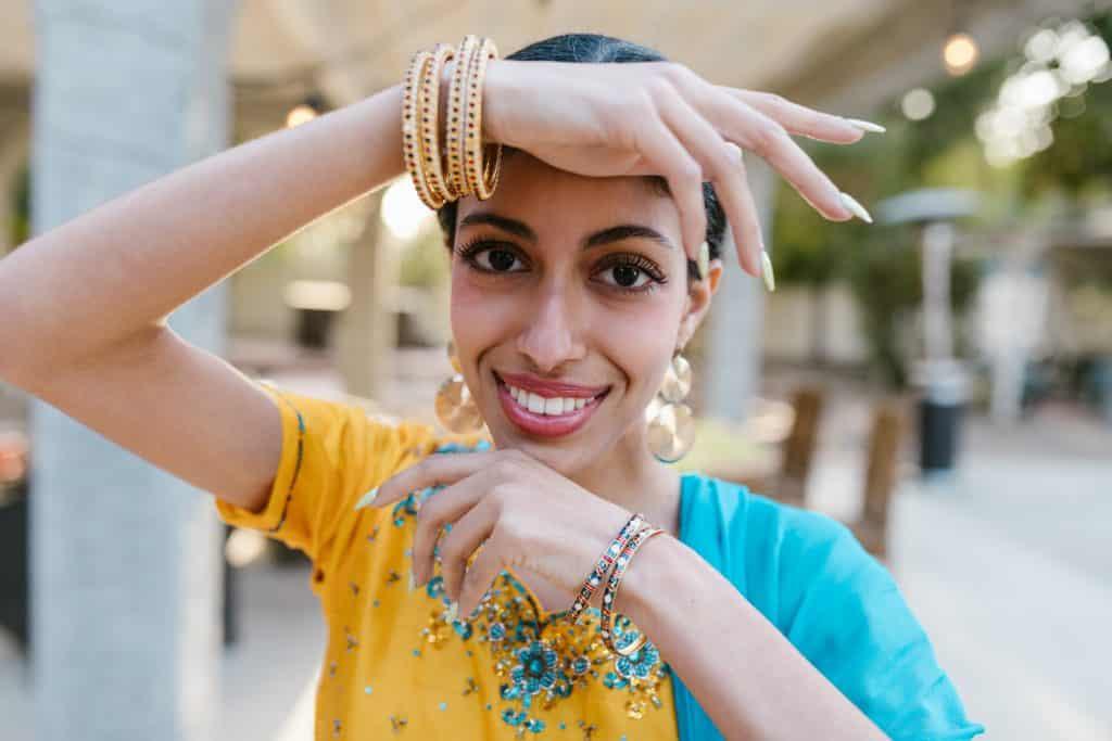 Foto aproximada de uma mulher indiana