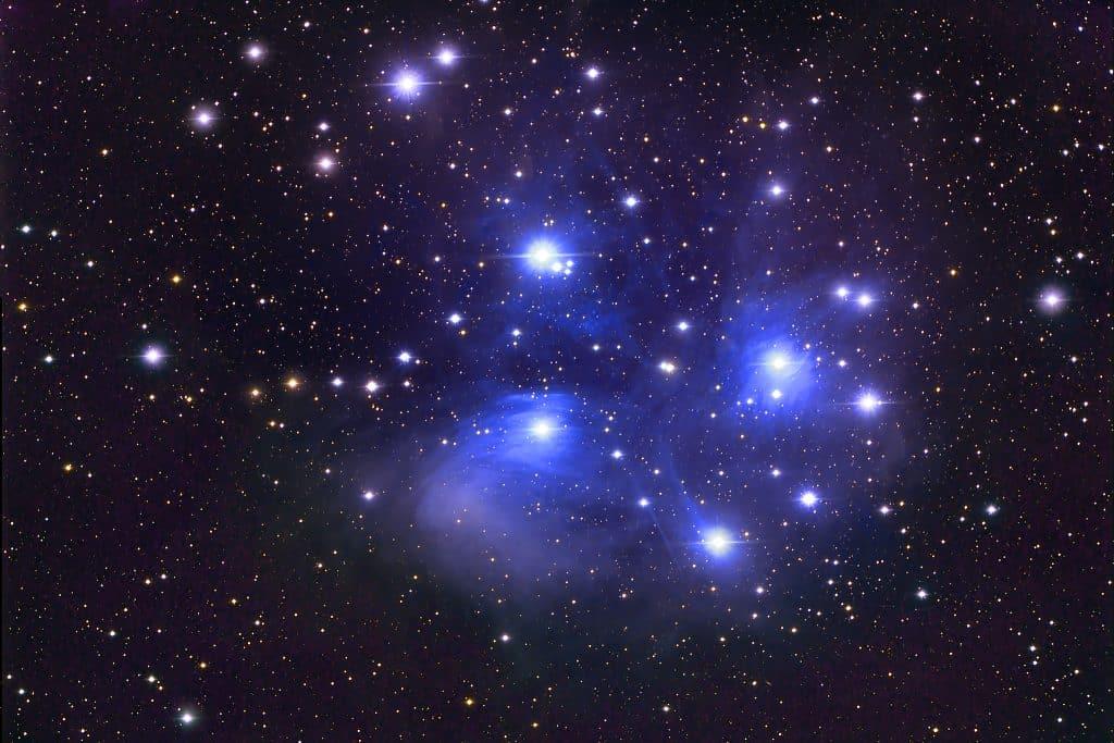 As plêiades, uma aglomerado estelar.